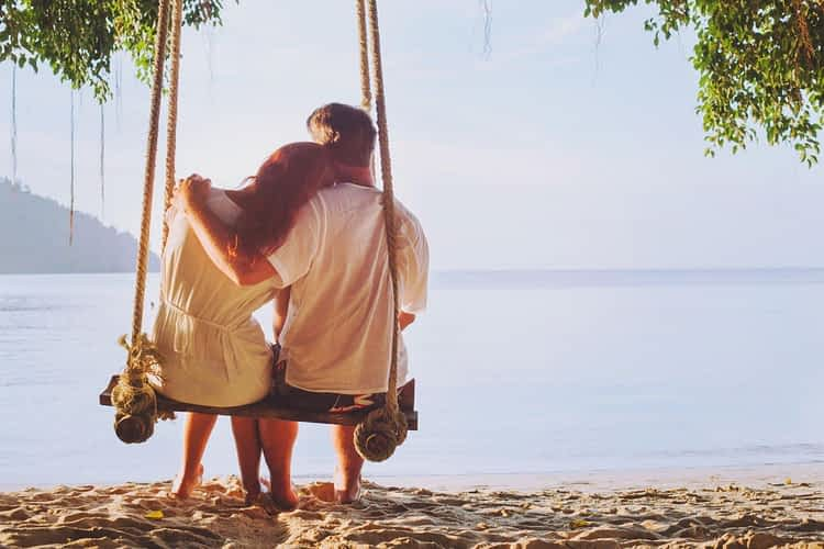 wp-content/uploads/2020/11/coupleswing-1-1350x900-1.jpg